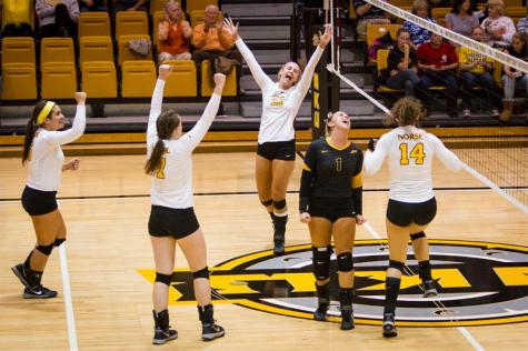 Volleyball finds thrilling win over Lipscomb