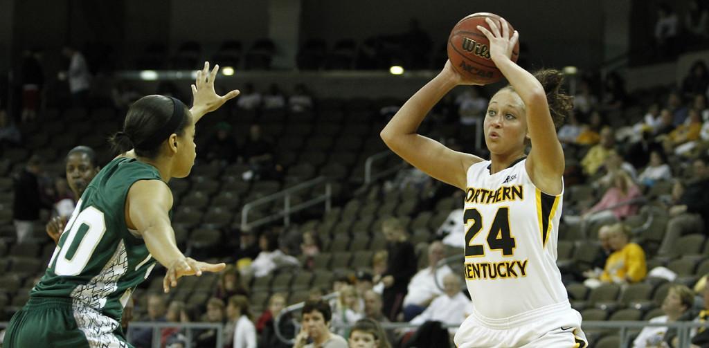 Women%27s+basketball+earns+spot+in+post-season+play%2C+hosting+game+Wednesday+night