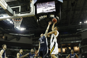Jones hits 1,000th career point in Norse victory