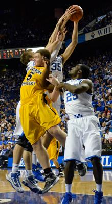 Freshman+guard+Matt+Rosenwinkel+gets+tangled+up+with+UK+defenders+while+going+for+a+rebound.+