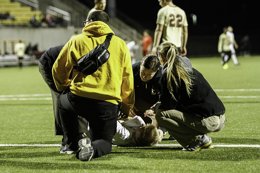 Athletic+trainers+discuss+working+with+injured+athletes