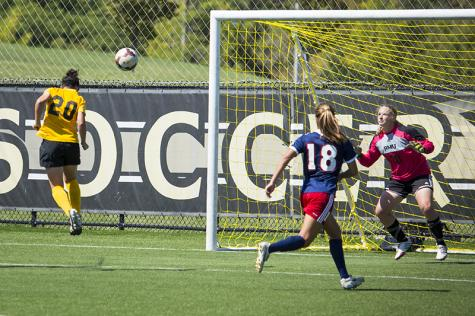 Women's soccer wins fourth straight, 1-0