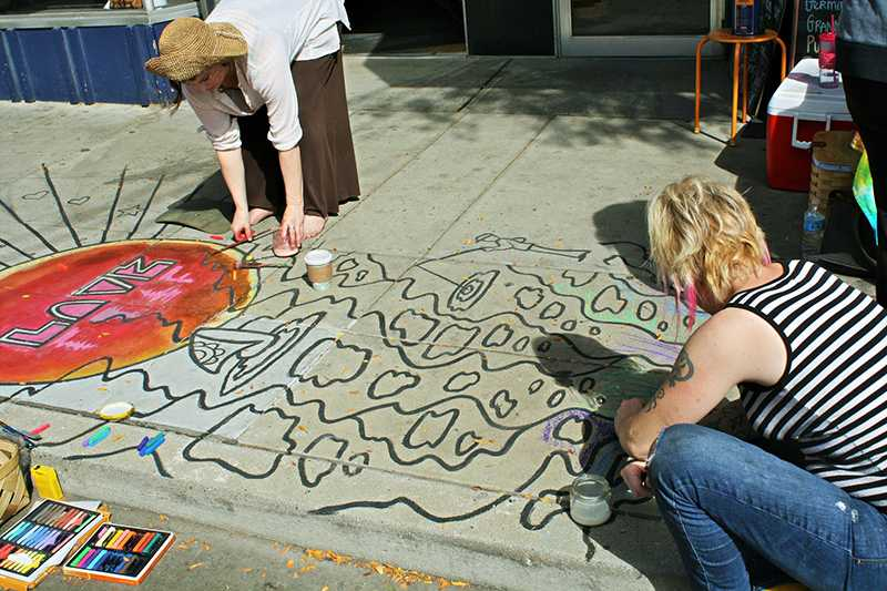 Each day of the festival, along the sidewalk of Ludlow Ave, artists created drawings sponsored by businesses while others presented their personal art.