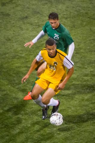 Men's soccer battles Valpo to scoreless draw