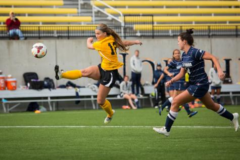 Golden goal propels women's soccer past Valpo, 3-2