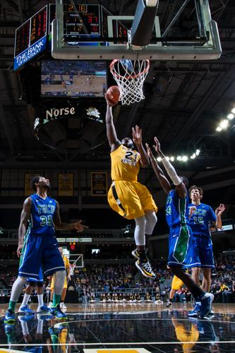 Jalen Billups dunks the ball against FGCU in the 2013-14 season.