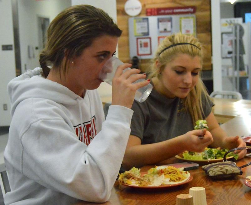 Freshmen+Macy+Hamblin+and+Morgan+Shafer+enjoy+a+meal+at+The+Village+Caf%C3%A9+in+Norse+Commons.+Vegetarian%2C+gluten-free%2C+and+Healthy+U+options+are+offered+every+day.+%0A%0A