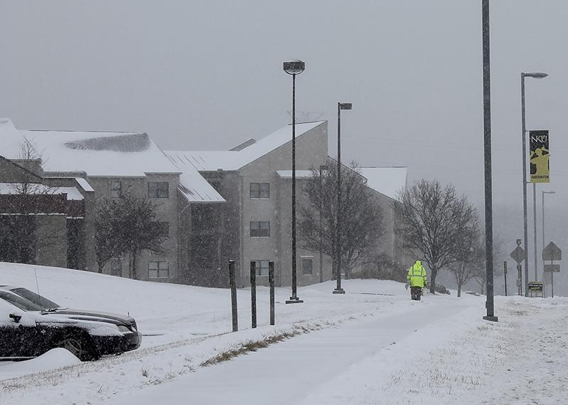 A+maintenance+member+works+to+clear+the+snow+as+it+continues+to+fall.+NKU+was+closed+Monday%2C+Feb.+16+due+to+inclement+weather.