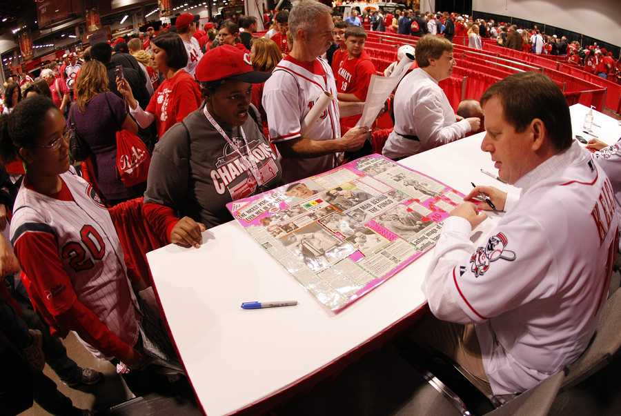 NKU and Cincinnati Reds broadcaster Jim Kelch talks to Reds fans at the annual Redsfest. Kelch is the