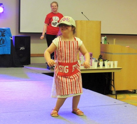 Dressed%0A+as+a+barista%2C+5-year-old+Ellie+Hammond+was+sponsored+by+Sigma+Phi+Epsilon-KY+Eta.+She+flashed+her+100+watt+smile+as+she+reached+the+end+of+the+runway%2C+dancing+to+stanky+leg+and+watch+me+whip