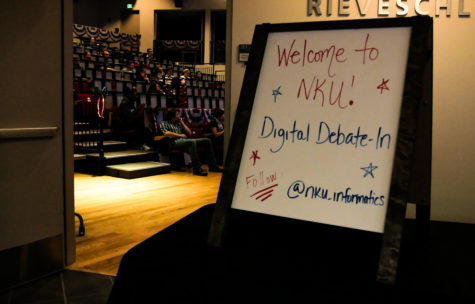 The presidential debate on September 26 was a total of 90 minutes, commercial-free. Students viewed tweets and held discussion afterwards at the event.