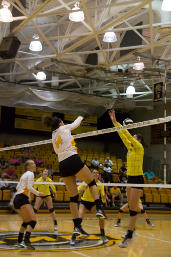 Keely+Creamer+records+one+of+her+19+kills+against+Valpo+on+Friday.+Creamer+broke+the+record+for+kills+in+a+three+set+match.