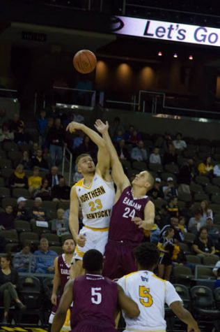 Norse cruise to season opening victory
