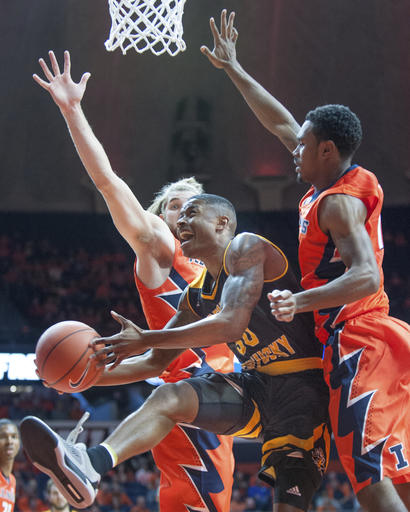 Northern Kentucky's guard Lavone Holland II (30) splits Illinois' forward Michael Finke (43) and Illinois' guard Jaylon Tate (1) as he drives to the basket during their NCAA college basketball game in Champaign, Ill., Sunday, Nov. 13, 2016. (AP Photo/Robin Scholz)
