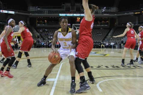 Rebecca Lyttle had 16 points and 13 rebounds Monday against Portland State.