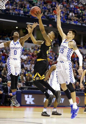 Northern Kentucky guard Lavone Holland II (30) shoots between Kentucky guard De'Aaron Fox (0) and forward Derek Willis (35) during the first half of a first-round game in the men's NCAA college basketball tournament in Indianapolis, Friday, March 17, 2017. (AP Photo/Michael Conroy)