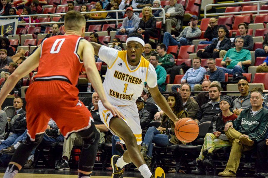 Jordan Garnett (1) drives to the basket during Monday's Horizon League semifinal win over Youngstown State.