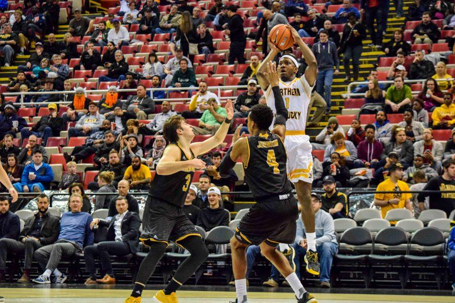 Jordan Garnett (1) goes up for a shot during the Horizon League championship game against Milwaukee.