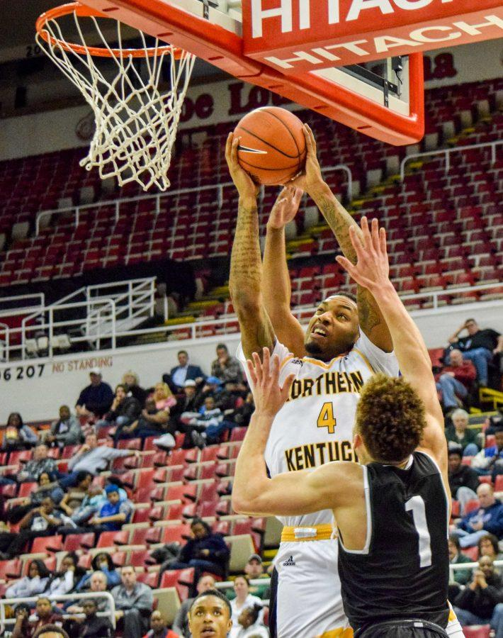 Jeff Garrett (4) goes to the basket during Sunday's Horizon League quarterfinal win over Wright State.