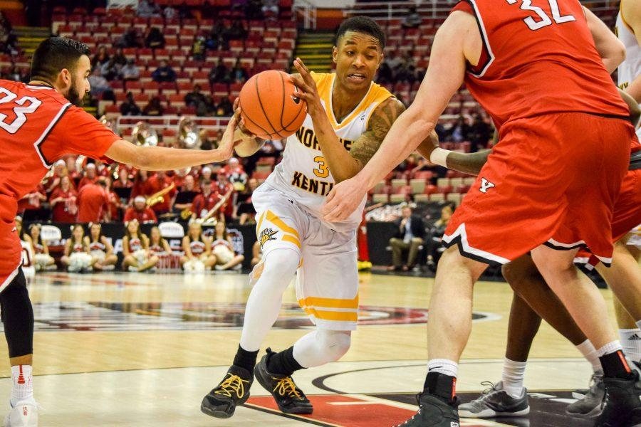 Lavone Holland II (30) drives around a defender during Monday's Horizon League semifinal win over Youngstown State.