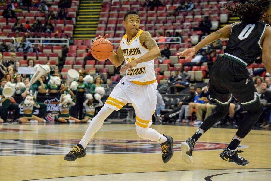 Lavone Holland II (30) dribbles around the top of the key during Sunday's Horizon League quarterfinal against Wright State at Joe Louis Arena.