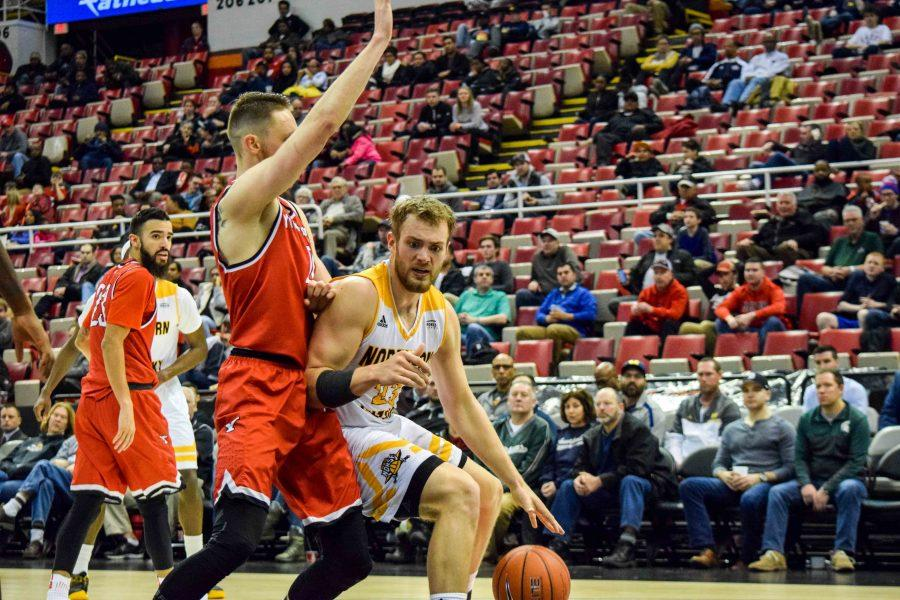 Carson Williams (23) drives the baseline during Monday's Horizon League semifinal win over Youngstown State.