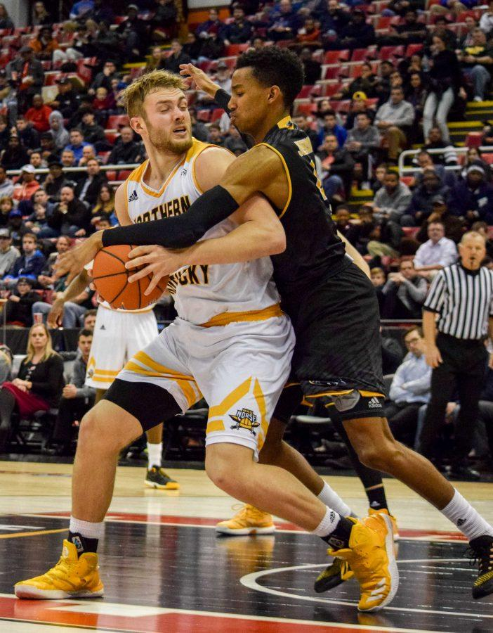 Carson Williams (23) is fouled during the Horizon League championship game against Milwaukee.