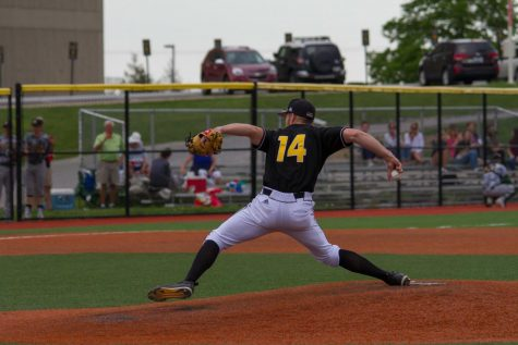Cardinals defeat NKU Baseball late in the game