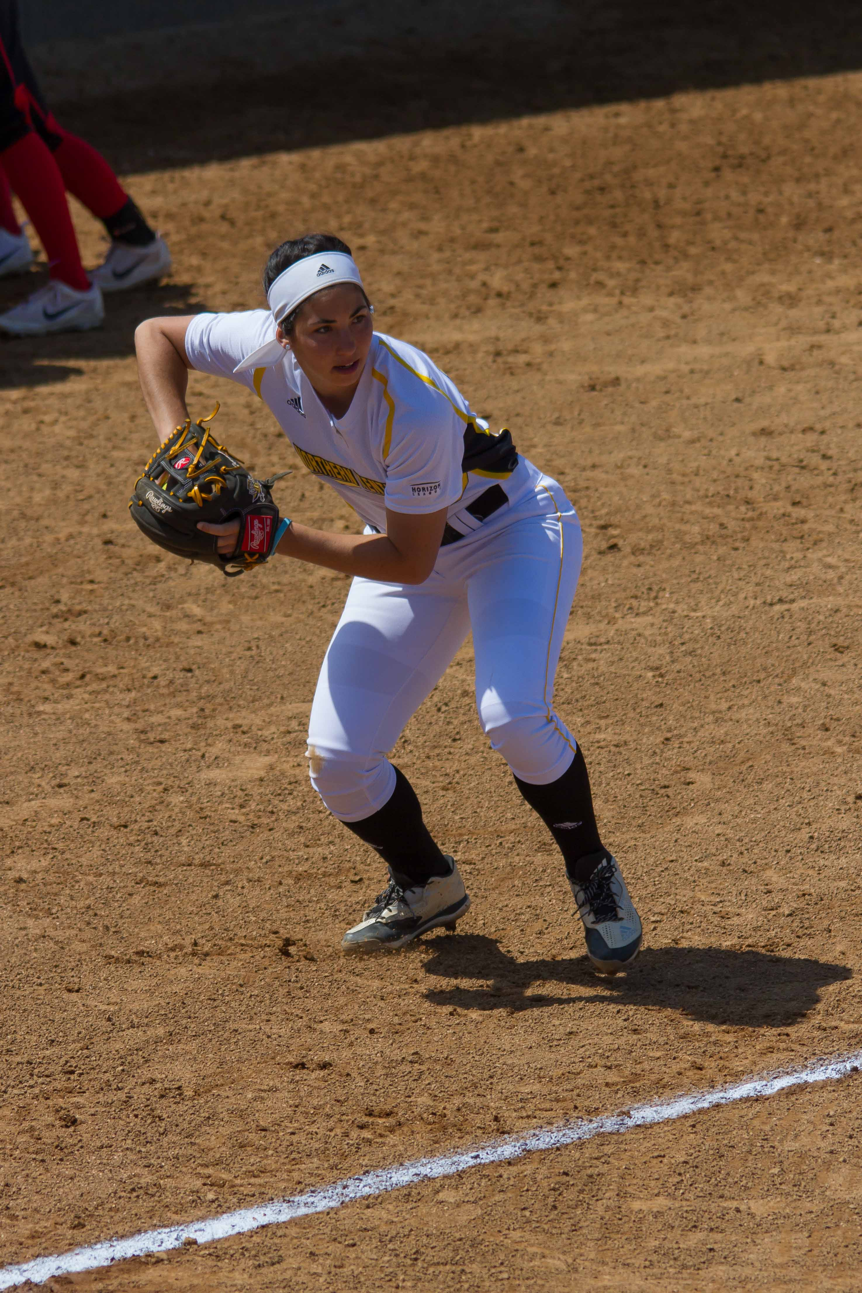 Sydney+Ferrante+takes+a+ground+ball+between+innings+in+NKU%27s+game+with+YSU+Wednesday