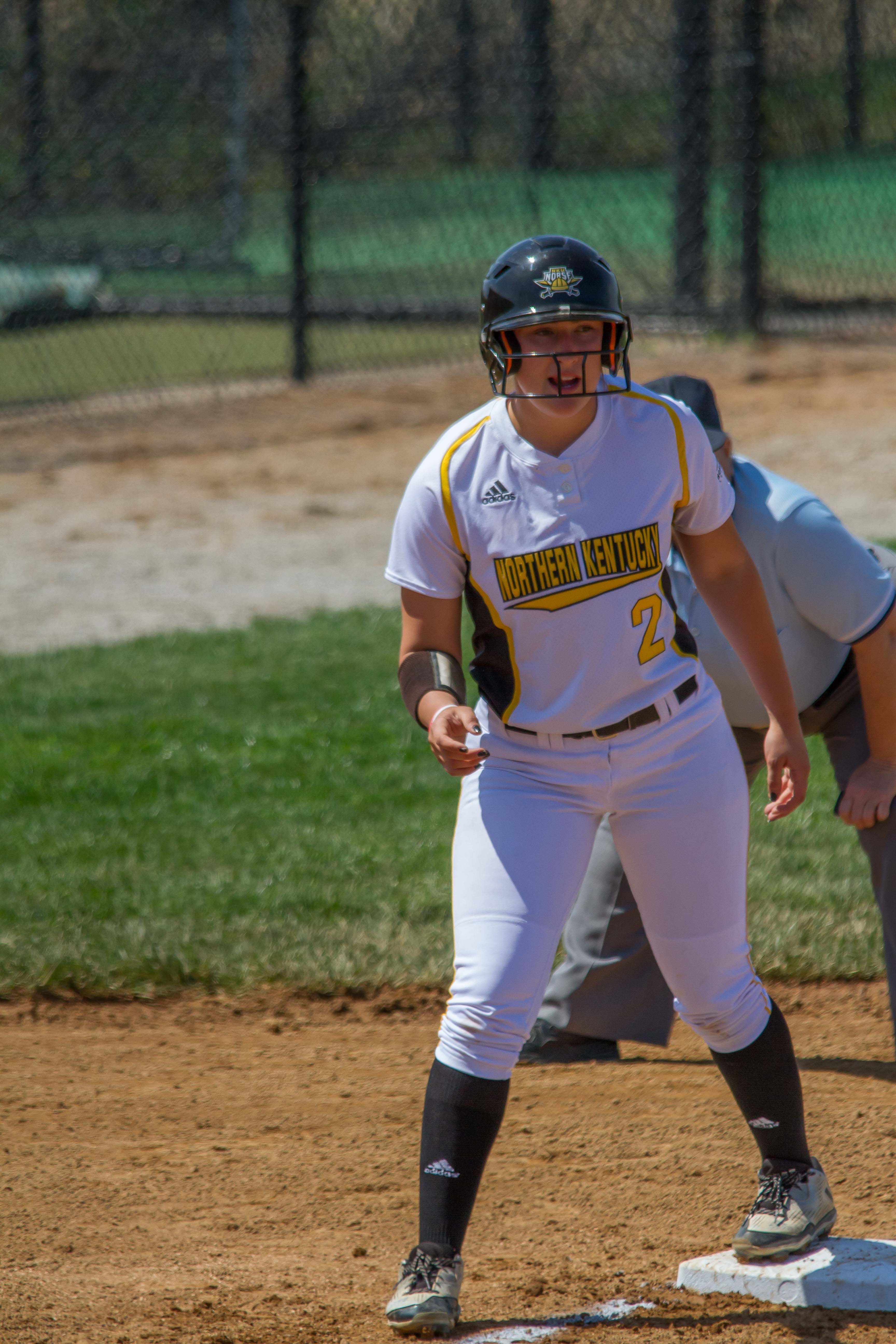 Ava+Lawson+leads+off+after+reaching+base+against+Youngstown+State
