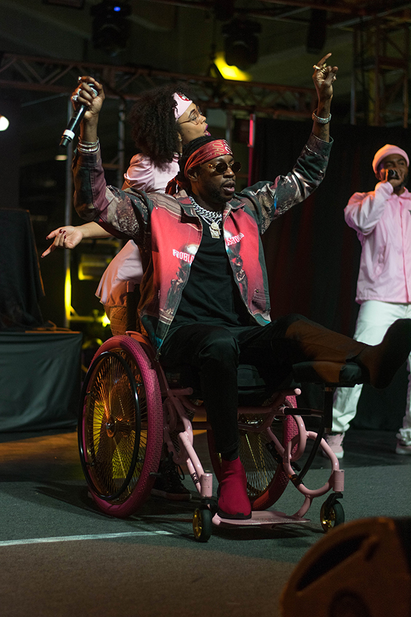 2+Chainz+made+sure+to+appease+his+Playaz+Circle+fans+with+a+performance+of+%22Duffle+Bag+Boy.%22