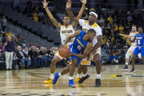 NKU players guard a Morehead State player. The Norse won 86-49.