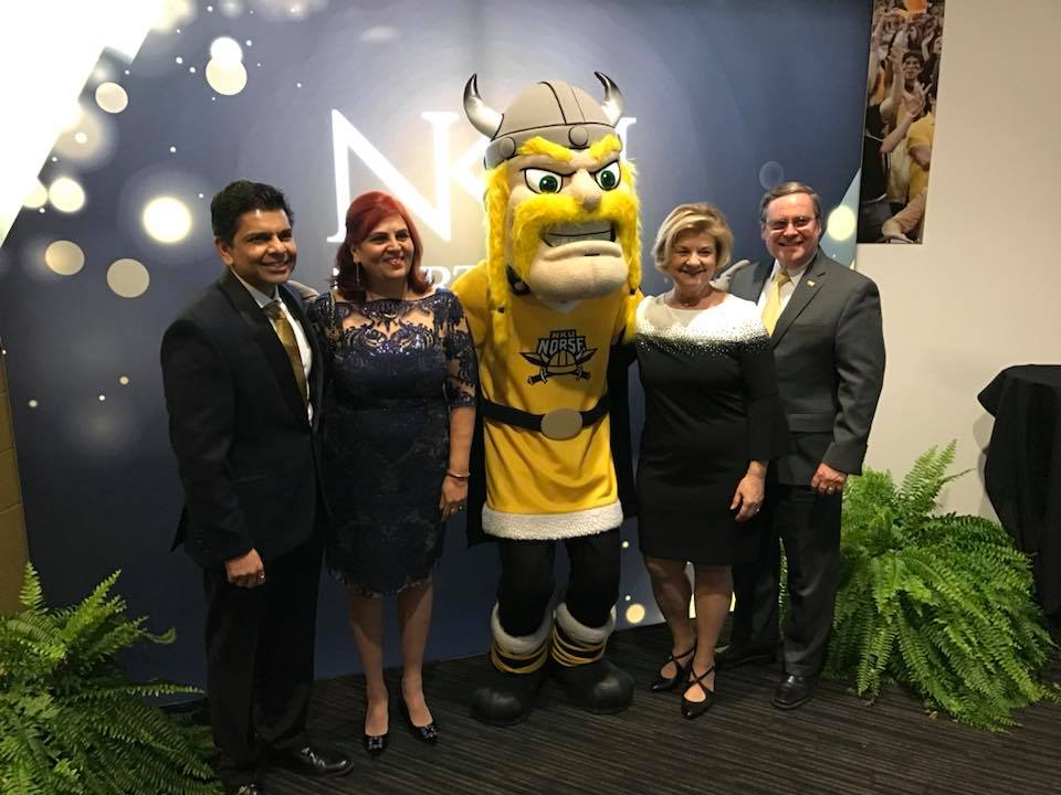 The interim and incoming president pose with Victor E. Viking before the Alumni Association Awards.
