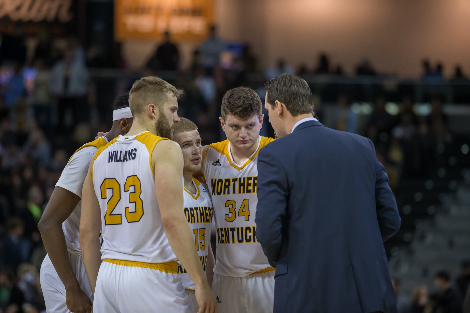 Head+Coach+John+Brannen+talks+to+players+before+the+final+play+of+the+game+against+Milwaukee.