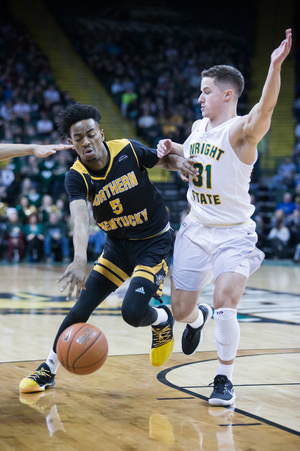 Jalen+Tate+%285%29+drives+toward+the+basket+during+the+game+against+Wright+State.