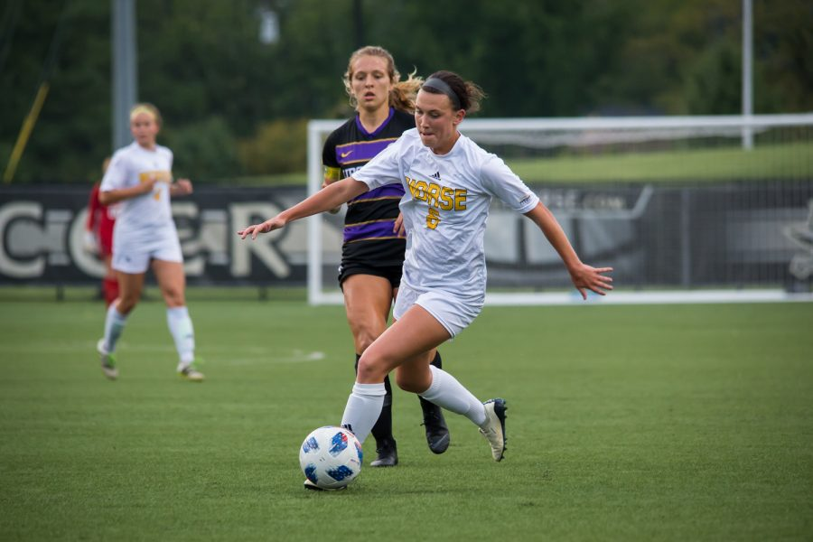 Ally+Perkins+%286%29+fights+toward+the+goal+during+the+game+against+Lipscomb.