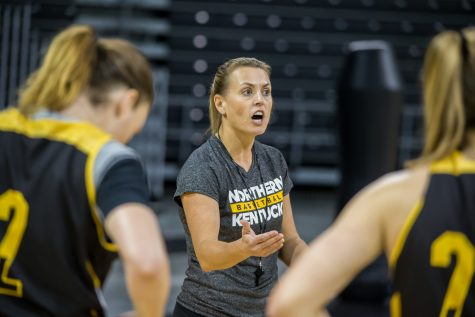 Women's basketball players accuse coach of emotional abuse