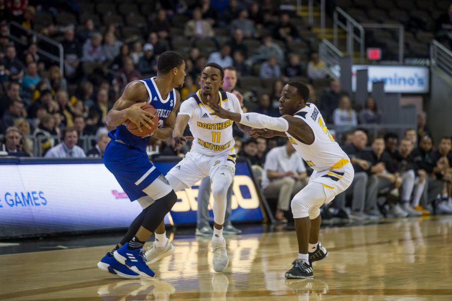 Jalen+Tate+%2811%29+and+Zaynah+Robinson+%285%29+guars+a+UNC+Asheville+player.+The+Norse+defense+forced+27+turnovers+on+the+night.