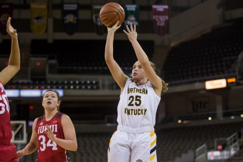 Ally Niece (25) shoots during the game against IUPUI. Niece shot 7-of-12 on the night and had 16 points.