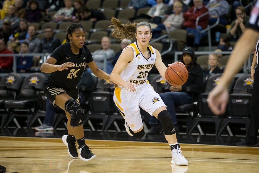 Kailey+Coffey+%2823%29+drives+to+the+basket+during+the+game+against+Oakland.+The+Norse+defeated+Oakland+72-50.