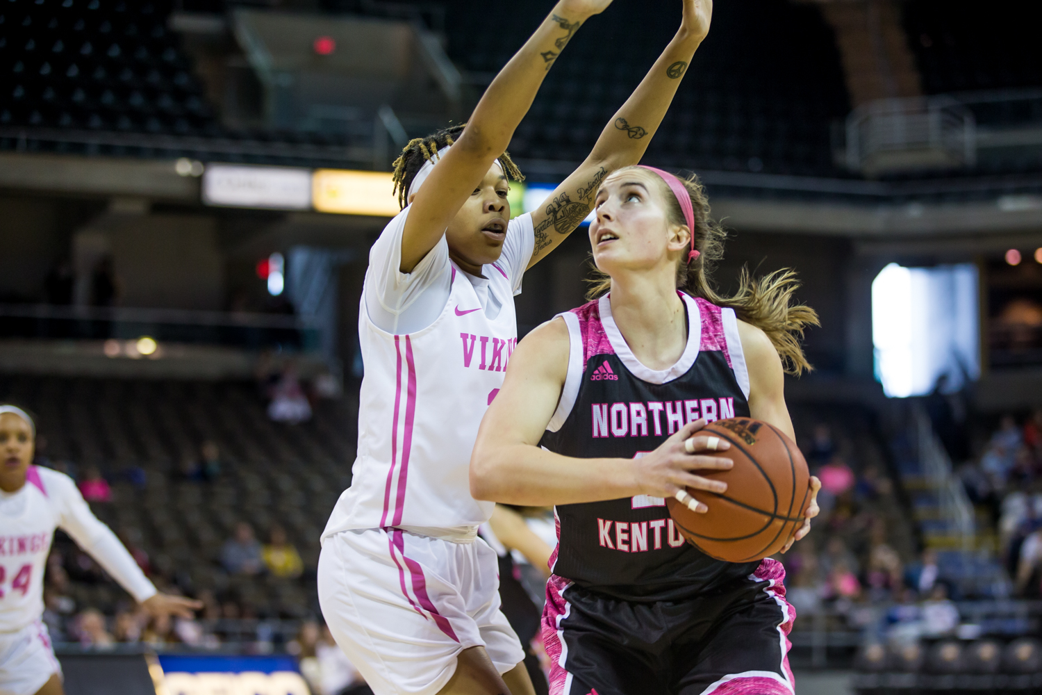 Kailey+Coffey+%2823%29+looks+to+shoot+during+the+game+against+Cleveland+State.+Coffey+shot+3-of-6+from+the+field+and+had+10+rebounds.