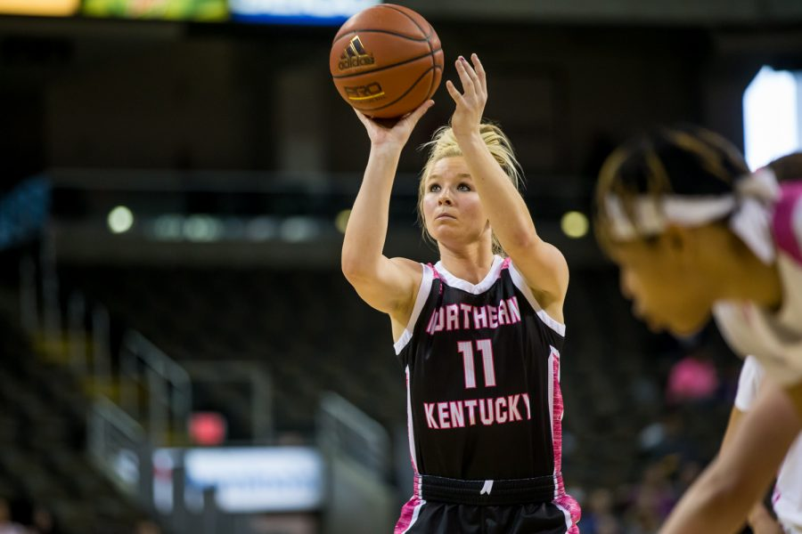 Taryn+Taugher+%2811%29++shoots+a+free+throw+on+senior+night+during+the+game+against+Cleveland+State.+Taugher+shot+1-of-2+and+had+4+points+on+the+night.