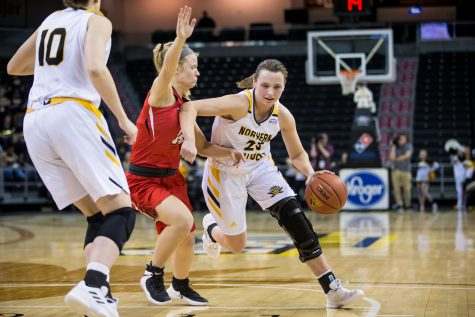 Women's basketball clinches victory in last game of regular season