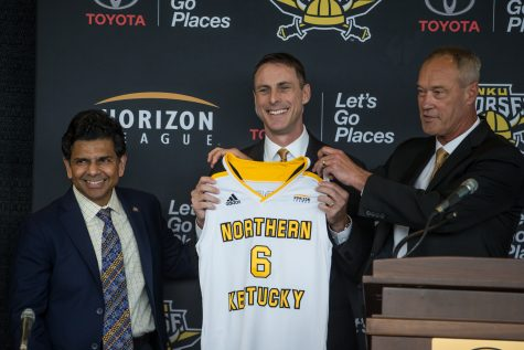 NKU President Ashish Vaidya (left) and Ken Bothof (right)stand alongside newly introduced Men's Basketball Head Coach Darrin Horn.