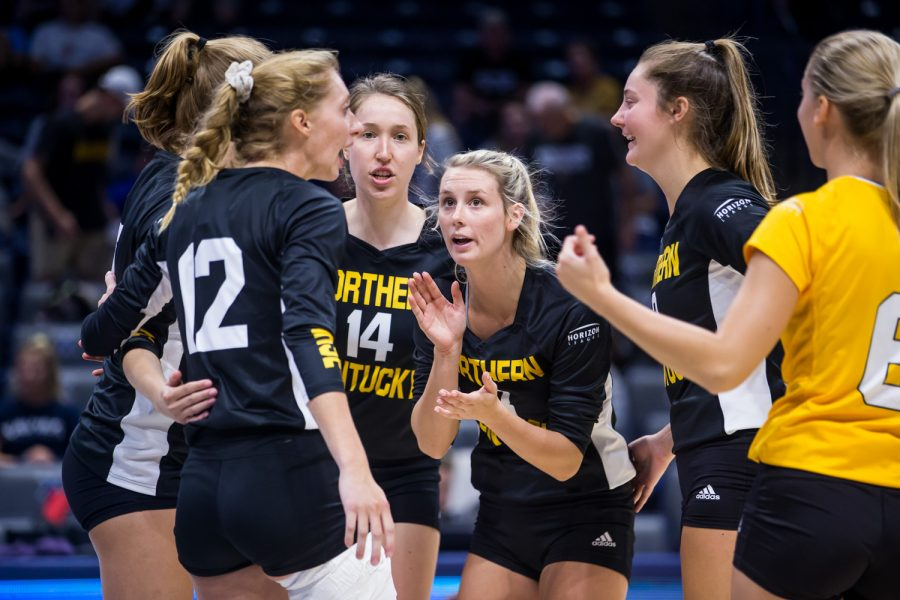 NKU+players+huddle+during+the+game+against+Xavier.+The+Norse+defeated+Xavier+taking+3+of+4+sets.
