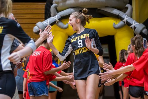 Volleyball clenches narrow victory over Evansville