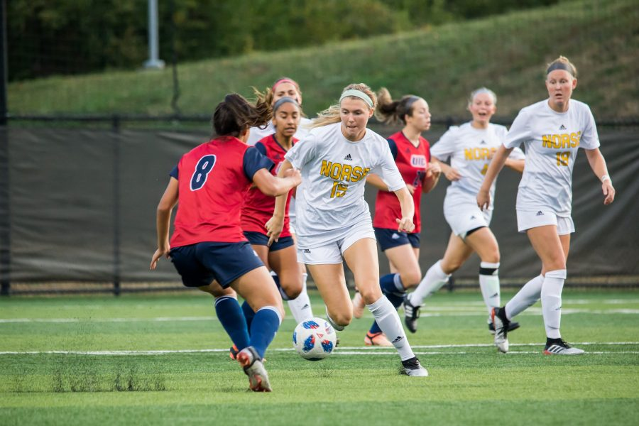 Kailey+Ivins+%2815%29+dribbles+up+the+field+during+the+game+against+UIC.+The+Norse+fell+to+UIC+1-0+on+Saturday+night.