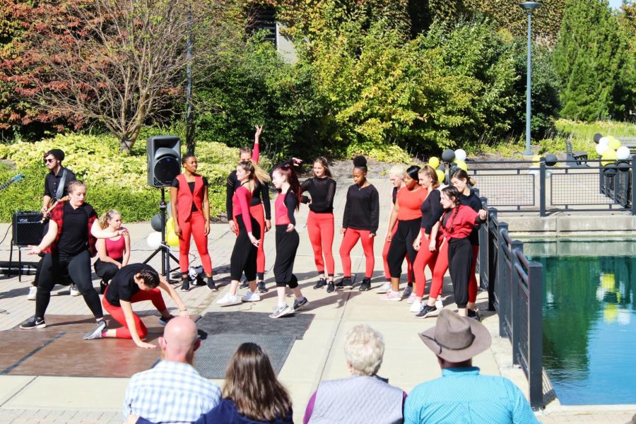 R&B combo and jazz dancers perform