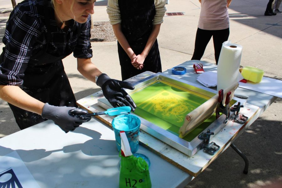 Gina Erardi teaches students how to screen print.