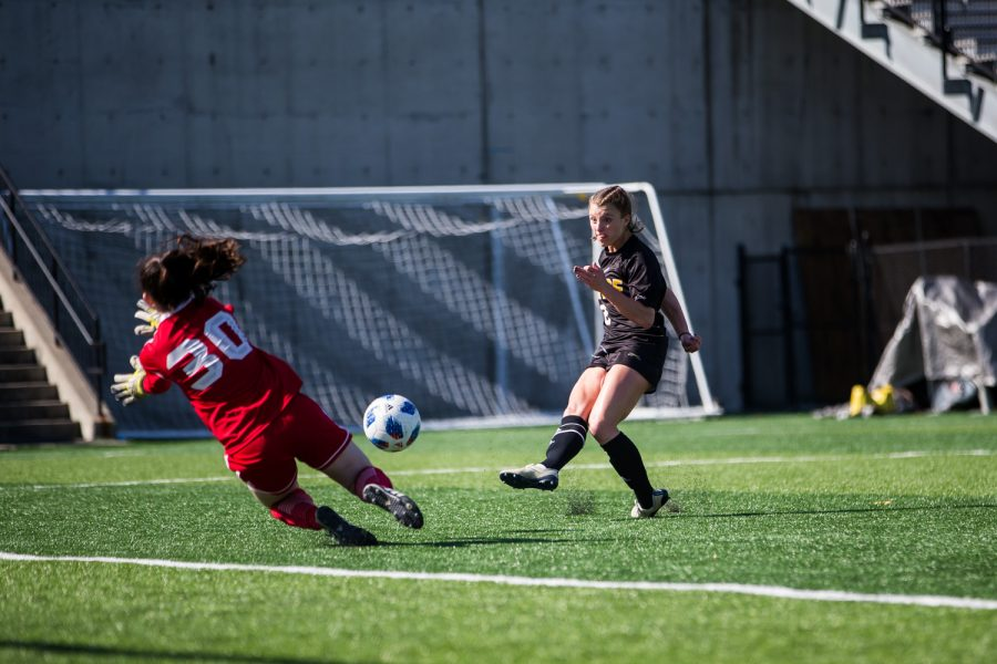 Shawna Zaken (8) shoots during the game against Green Bay. Zaken had 1 goal and 4 shots on the game.
